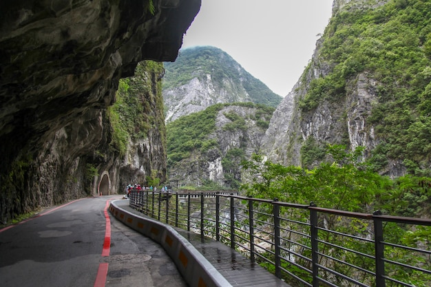 The walk way and view of taroko national park landscape in hualien,taiwan. Premium Photo