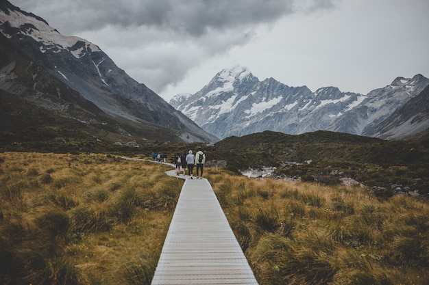 Walking in hooker valley track with a view of mount cook in new zealand Free Photo