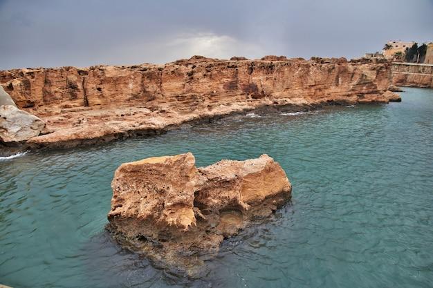 The wall in batroun, lebanon Premium Photo