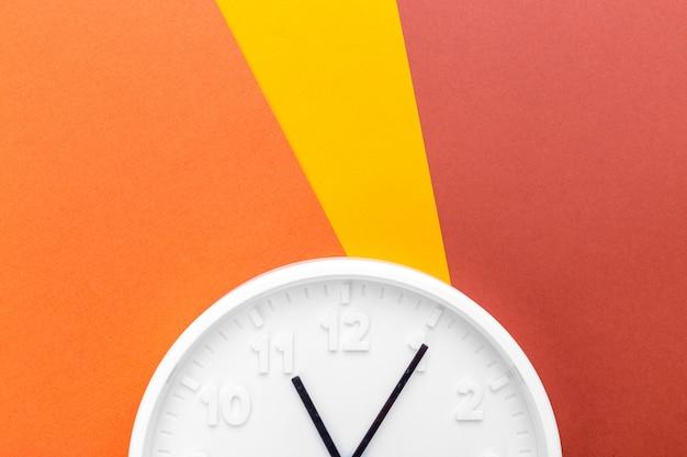 Wall clock on color Premium Photo