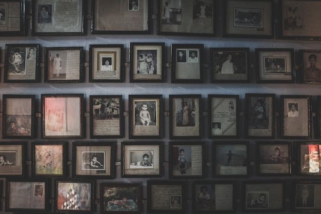 Wall full off old photos in photo frames Free Photo