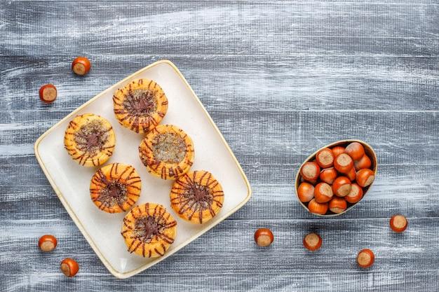 クルミとクルミとチョコレートクッキー、トップビュー 無料写真