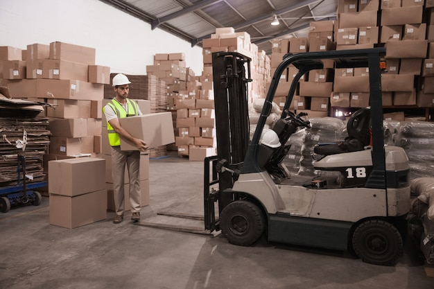 warehouse-worker-loading-up-pallet_13339-144575.jpg
