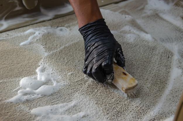 Wash the car carpet Premium Photo