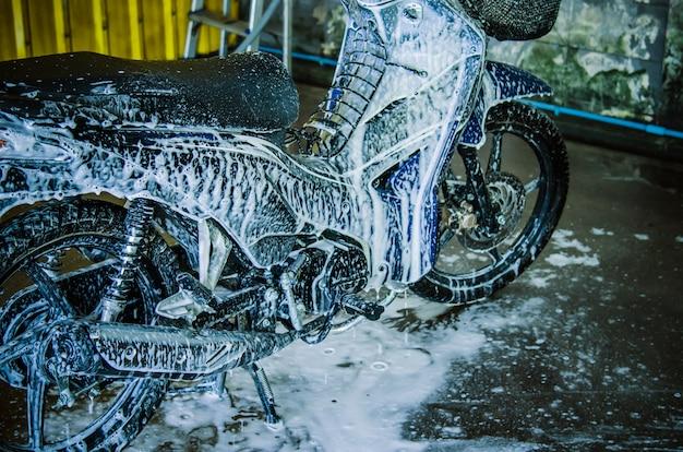 Wash motorcycle Premium Photo