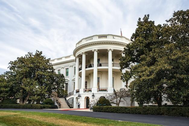 Washington d.c., usa - apr 01, 2016: the white house washington dc, united states Premium Photo
