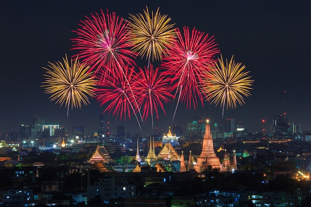Wat arun and bangkok city with colorful fireworks, thailand Premium Photo