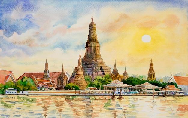 Wat arun temple at sunset in bangkok thailand. Premium Photo