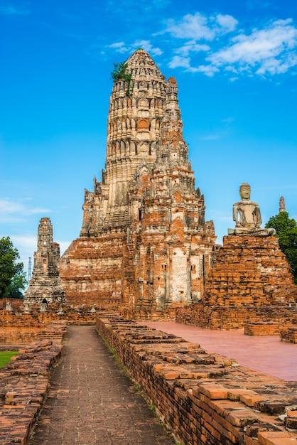 Wat chai watthanaram built by king prasat tong with its principal prang (center) representing mount meru Premium Photo