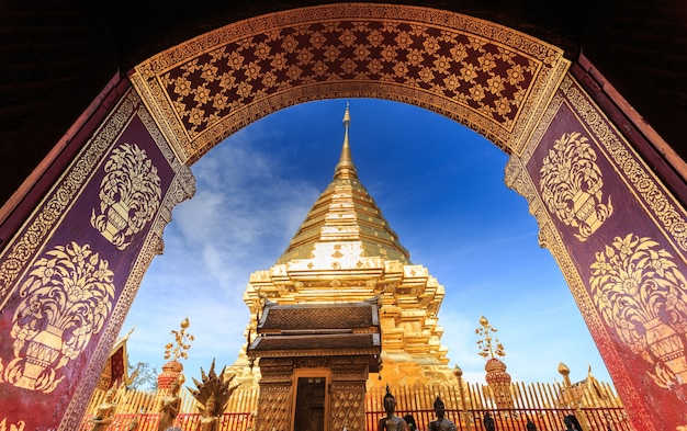 Wat doi suthep temple, landscape of beautiful temple in chiang mai, thailand Premium Photo