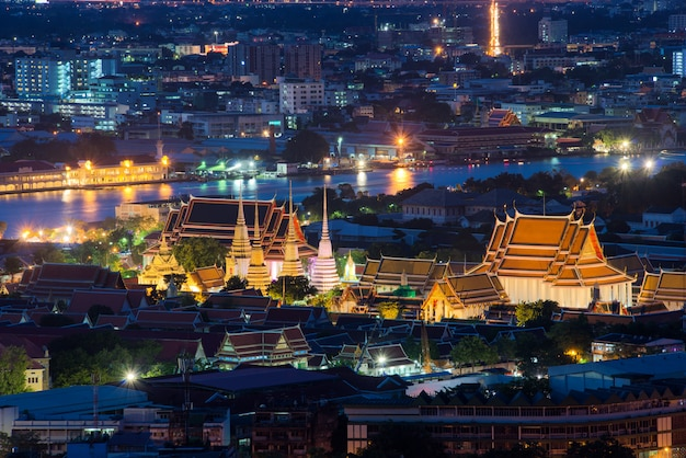 Wat pho temple at twilight, bangkok, thailand Premium Photo
