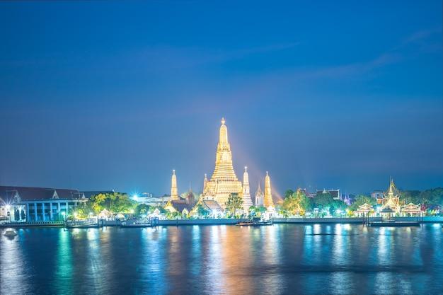 Wat phra kaew temple at night landmark in bangkok, thailand Premium Photo