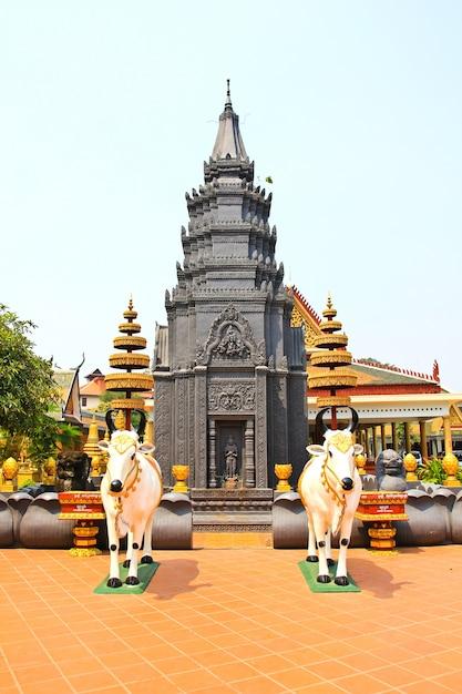 シェムリアップカンボジアのwat preah prom rath Premium写真