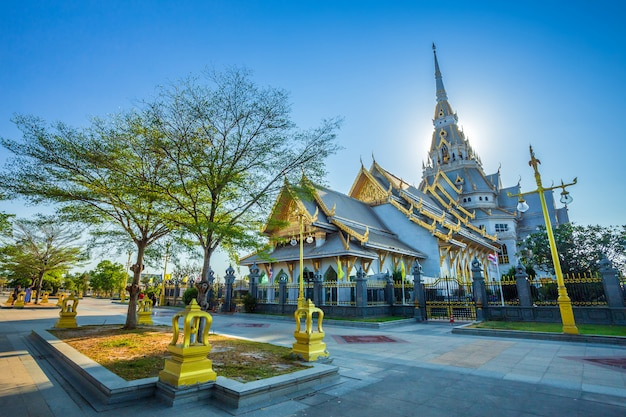 Wat sothonwararam is a buddhist temple in the historic centre Premium Photo