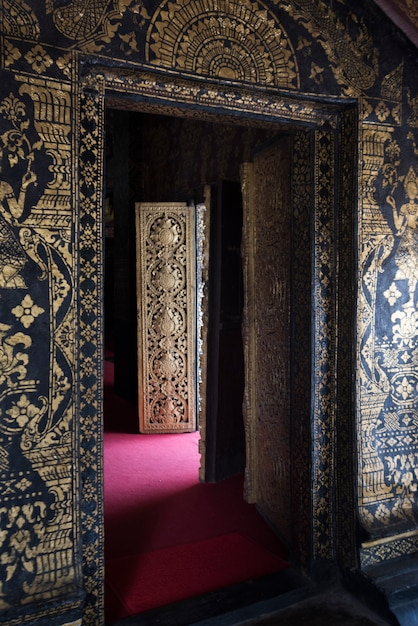 Wat xieng thong temple、ルアンパバン、ラオスの内装 Premium写真