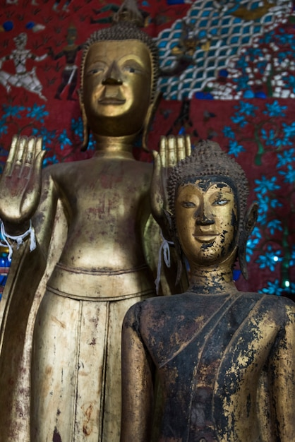 寺院内の像、wat xieng thong寺院、ルアンプラバン、ラオス Premium写真