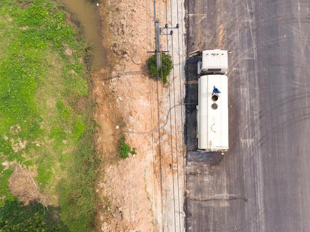 Water truck refilling tank Premium Photo