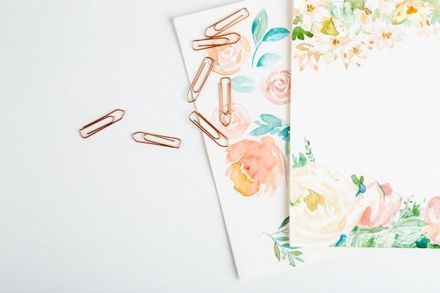 흰색 배경 위에 수채화 물감 브러쉬 아트 정보 무료 사진