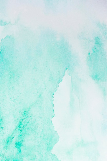 Акварель светло-голубой краской абстрактный фон Premium Фотографии