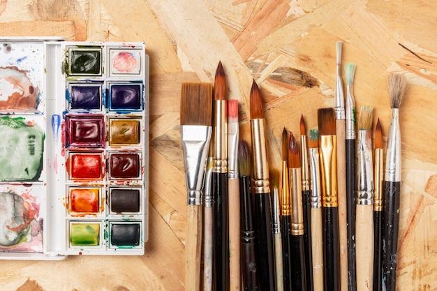 Акварельные краски и кисти Бесплатные Фотографии