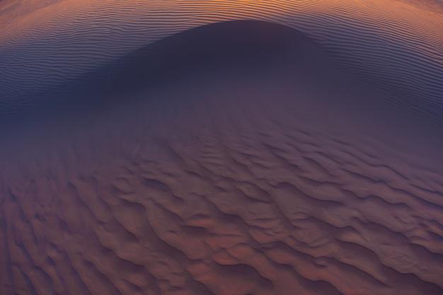 Волны песка текстура дюны пустыни Premium Фотографии