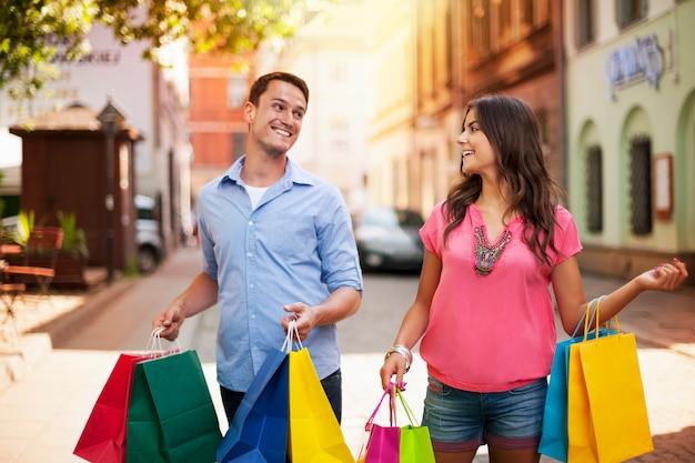 Adoriamo fare acquisti insieme! Foto Gratuite