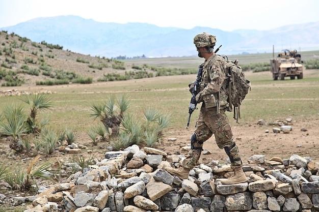 Оружие войны армия патруль опасный афганистан Бесплатные Фотографии