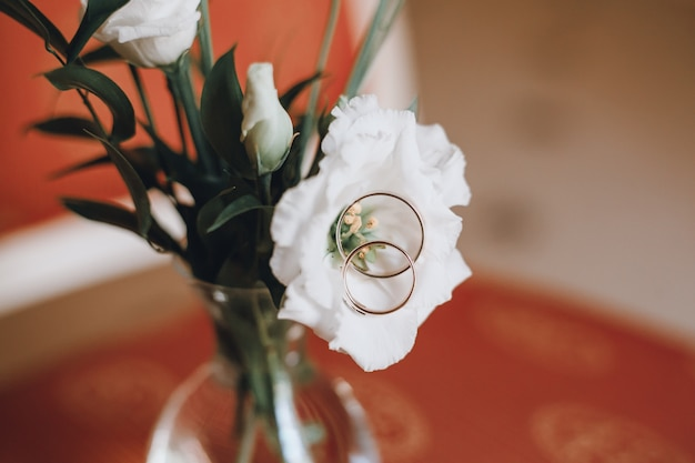 Wedding accessories brides, dress, buket, rings Free Photo