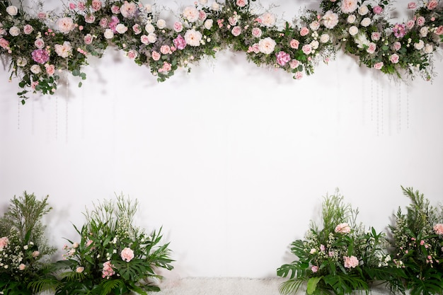 Wedding backdrop with flower and decoration Premium Photo