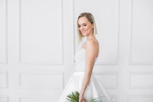 혼례. 웨딩 드레스에 아름 다운 신부 무료 사진