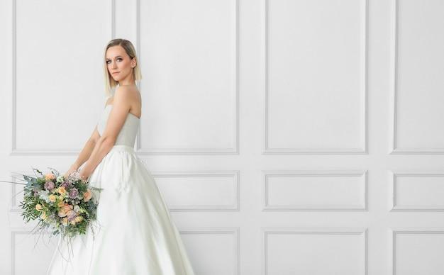 Свадьба. красивая невеста в свадебном платье Бесплатные Фотографии