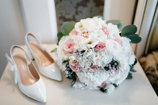 Wedding bouquet in bride's hands Free Photo