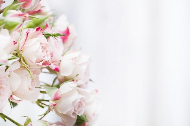 Wedding bouquet of pink roses Premium Photo