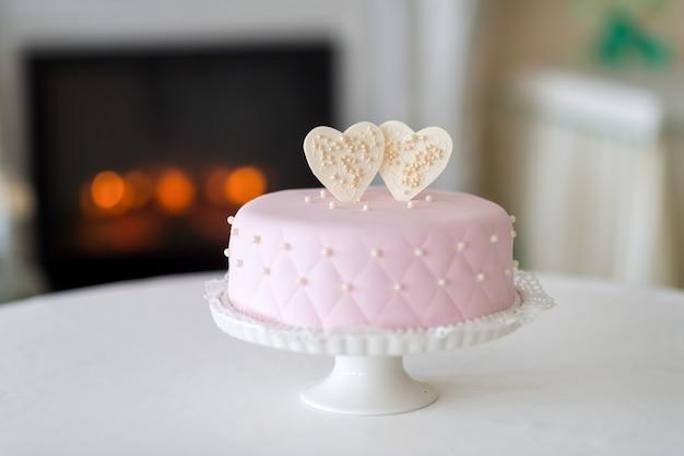 Wedding cake on a stand. wedding preparations. wedding attributes Premium Photo