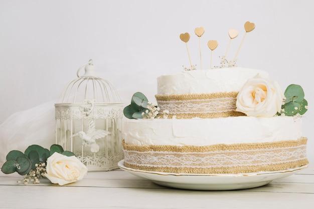 Wedding cake with flowers Free Photo
