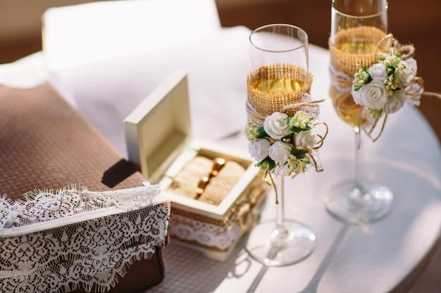 Wedding ceremony. wedding glasses with champagne. wedding ring. Premium Photo