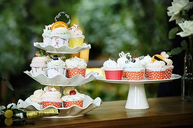 Wedding colorful cupcakes Premium Photo
