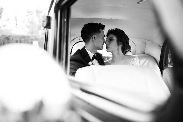 Wedding couple photo shoot by retro car Free Photo