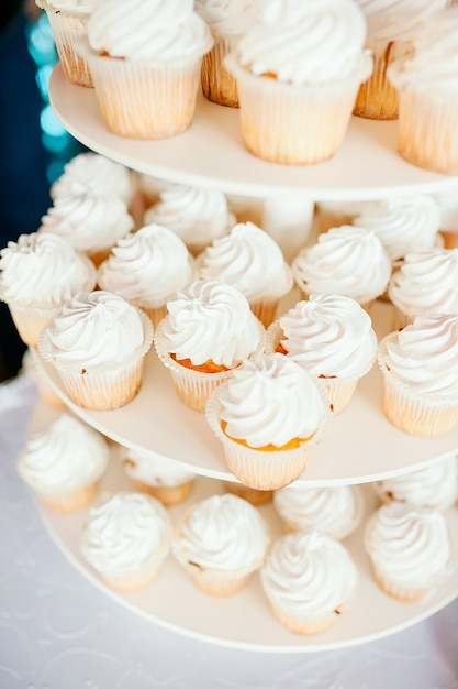 Wedding decoration with wedding sweet treat and flowers Premium Photo