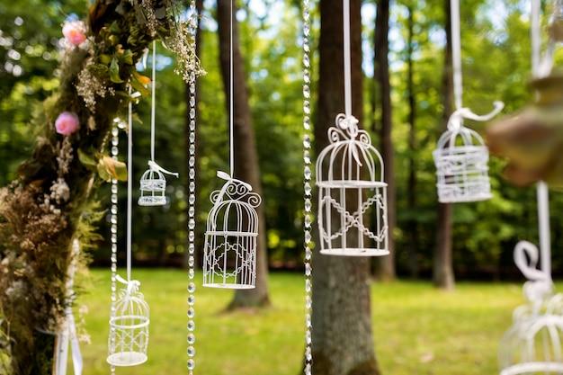 Wedding decorations. floristics. in the open air. Premium Photo