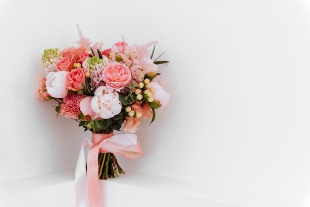 Wedding flowers, bridal bouquet closeup. Premium Photo