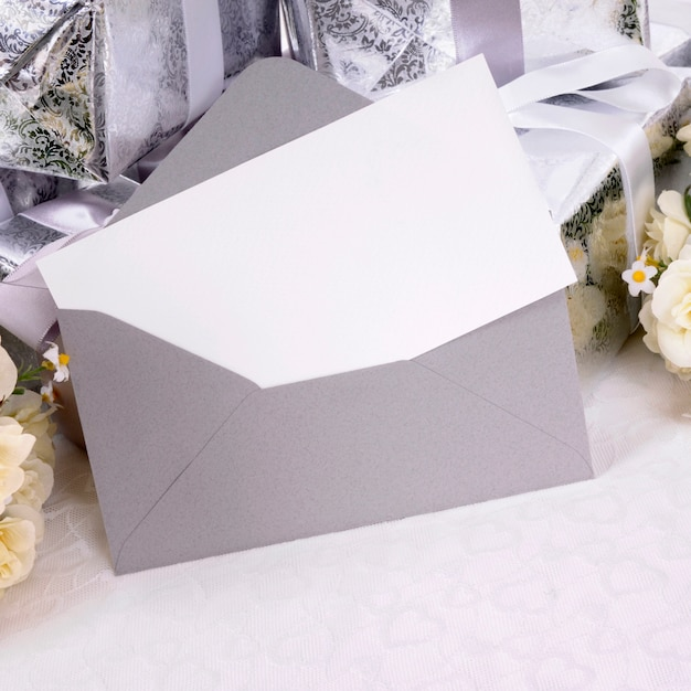 Wedding gifts with invitation or thank you card Premium Photo