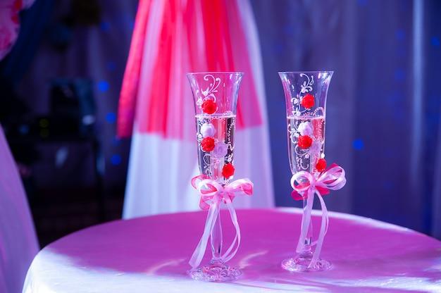 Свадебные бокалы Premium Фотографии