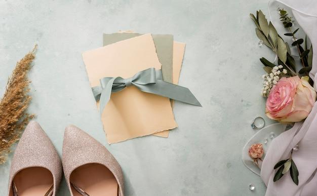 Свадебные приглашения и обувь невесты Бесплатные Фотографии