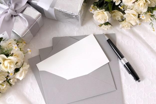Wedding invitation and pen Free Photo