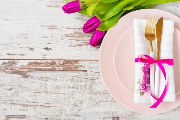 Wedding plate on rustic table Premium Photo