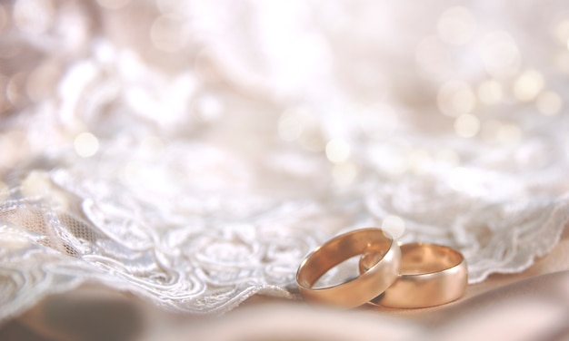 Wedding ring on the vintage lace Premium Photo