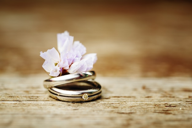 Wedding rings close up in rustic style Premium Photo