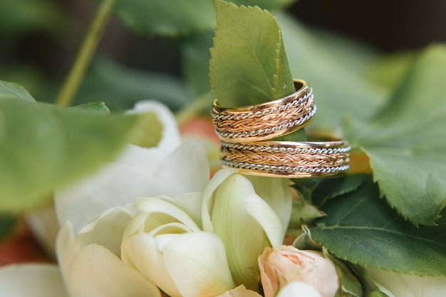 Wedding rings on flowers bouquet Free Photo