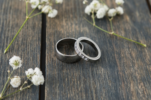 Wedding rings with ornaments Free Photo